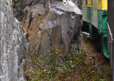 Diesel on WPYR route around a rocky curve